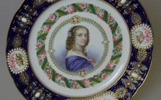 Тарелка Севр Портрет Ninon de Lenclos