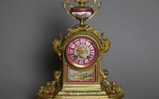 Часы каминные с фарфоровыми вставками